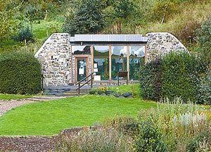 """2002年7月在苏格兰建造的第一座""""地球之舟""""法夫郡访客中心"""