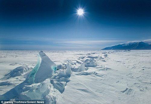 大自然的鬼斧神工造就了贝加尔湖的壮美景色