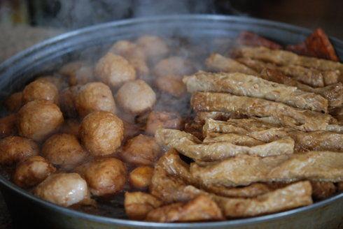 """肉丸和""""肉卷"""":由豆腐皮卷肉而成"""