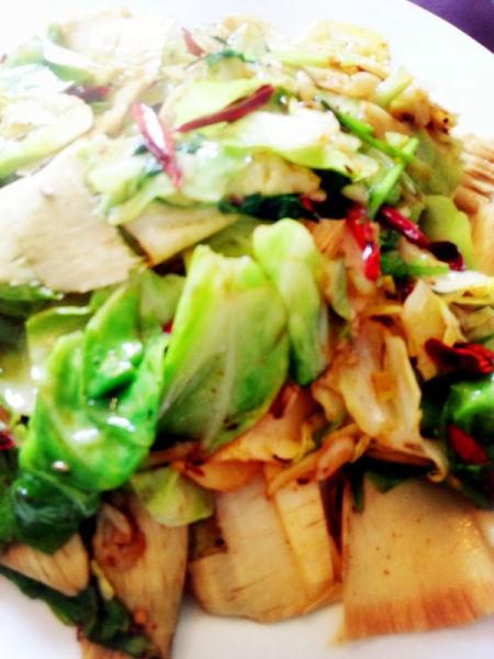 【热菜——孜然卷心菜炒板筋】