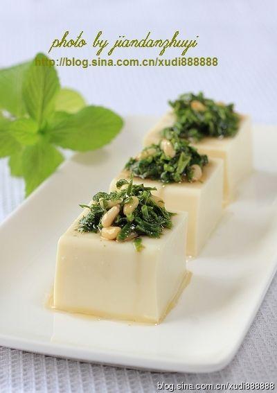 香椿松仁拌豆腐