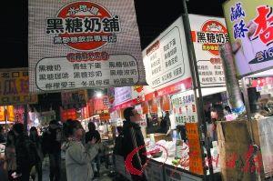 夜市是台湾自由行的必去之处。图为台南市最大的夜市——花园夜市