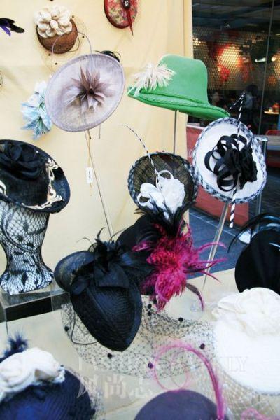 市场里唯一一家手工帽子店,全是女主人缝制的孤品