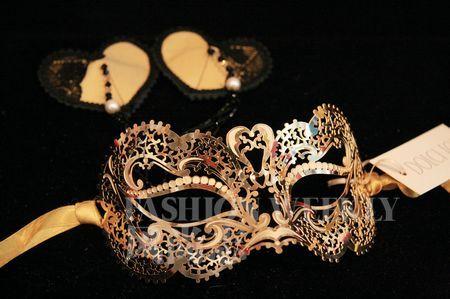 镂空雕花的面具,爱不释手