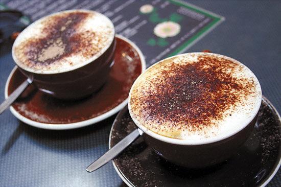 3.5新西兰元一杯的咖啡,折合人民币只要十几块钱,这就是新西兰多数咖啡店一杯咖啡的平均价格