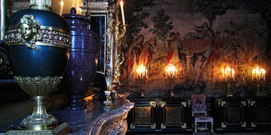 枫丹白露的花瓶和画毯