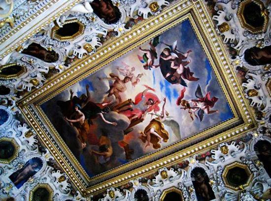 枫丹白露的建筑风格非常意大利化,比如这样的天顶油画就是典型的意大利式。
