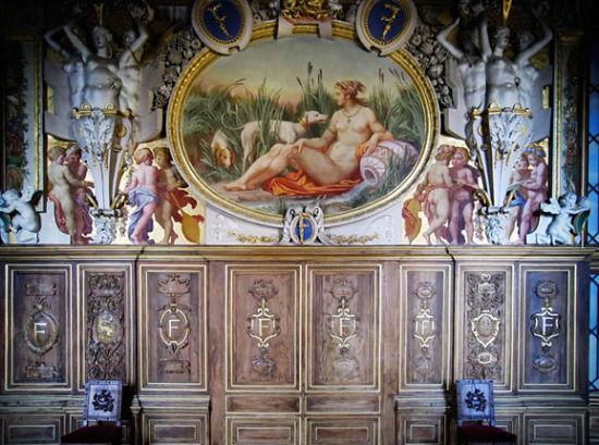 枫丹白露的长廊:佛朗西斯一世长廊。壁画多和狩猎有关。F代表枫丹白露。