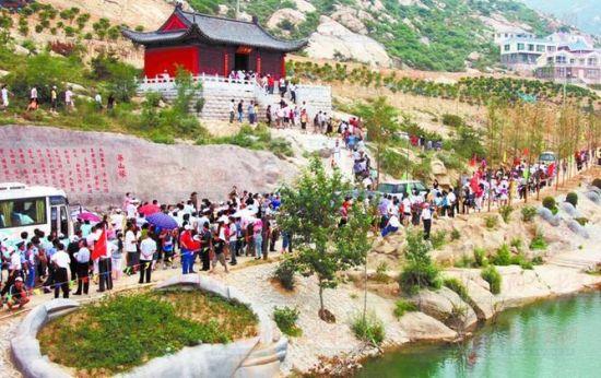 五月份进入旅游旺季,前来茶山旅游的人非常多。(资料照片)