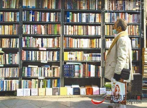 德黑兰的街头一景,敞开的书店