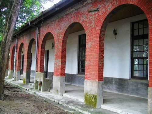台南水道的拱型外墙好有复古怀旧的感觉