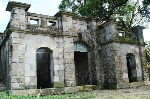 灰泥砖砌建筑外观,宛如一座小型城堡