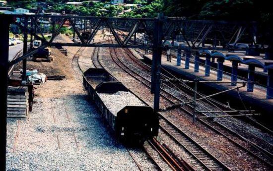 铁道上仍能看到旧时煤矿的痕迹