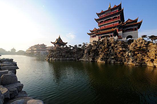 景区由三大殿组成