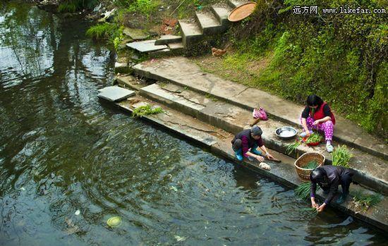 河水清澈,岸边居民洗菜汰衣 作者:风如水