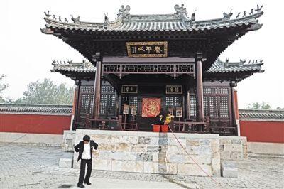 乾隆行宫院内的古戏台。