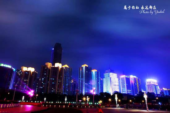 夜色中高楼大厦