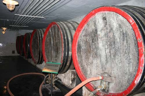 已有百年历史的储酒桶