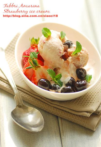 野樱桃草莓冰淇淋