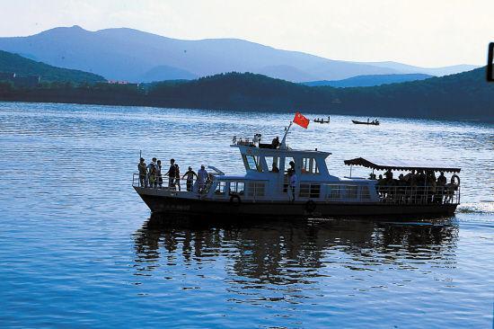 牡丹江镜泊湖图/张燕辉