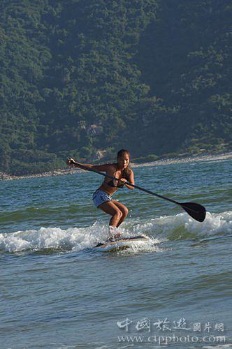 桨板冲浪容易上手,令初学者充满成功感(郭惠仪摄)