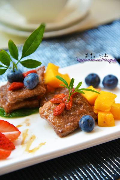 蓝莓芒果枸杞香煎牛排