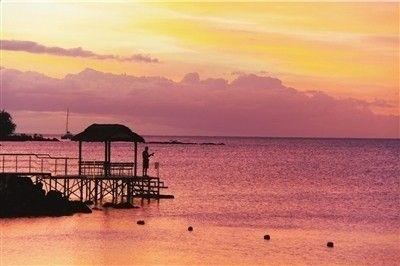 毛里求斯海边的晚霞。