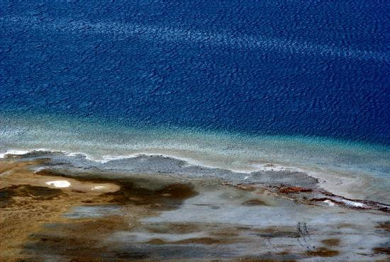 蓝色的湖泊