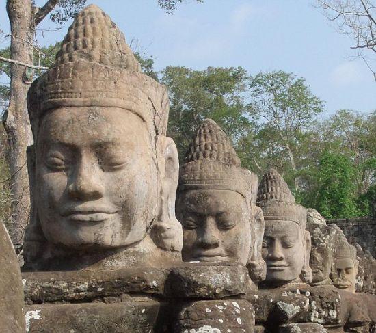 奇迹—吴哥窟里的巴戎寺。
