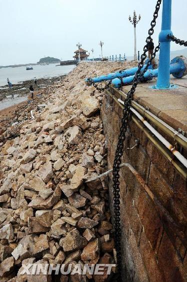 5月28日,坍塌桥体已完成初步的填补封堵。新华社记者 李紫恒 摄