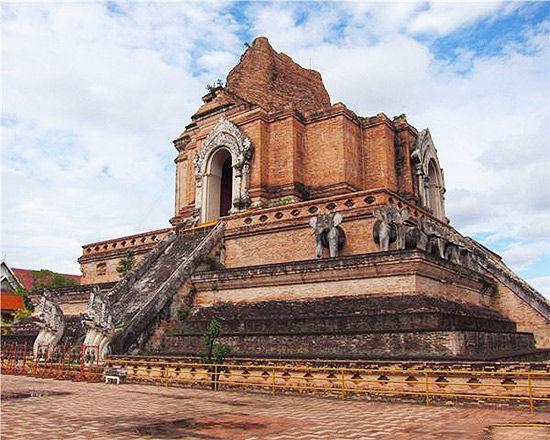 佛塔寺是清迈寺庙中最有名的