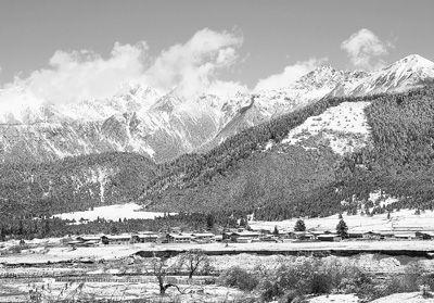 雪山静美。(次仁尼玛摄)