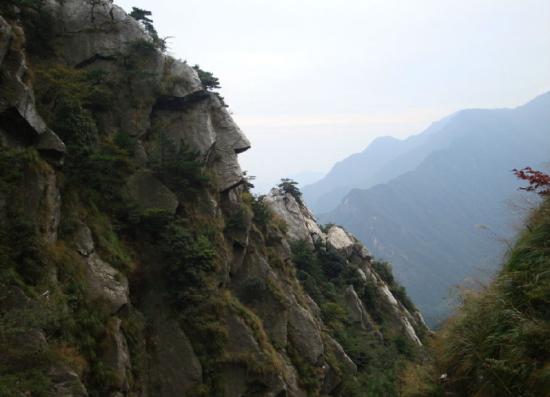 庐山之美在山南 山南之美数秀峰