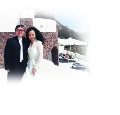 刘欢夫妇爱琴海边披婚纱。