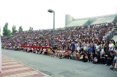 上千学弟学妹现场见证