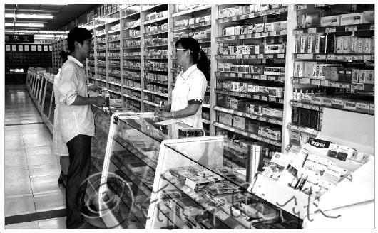 本报记者正在调查维C银翘片在莱芜的销售情况。