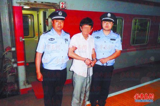 犯罪嫌疑人宋某被警方从兰州押回。