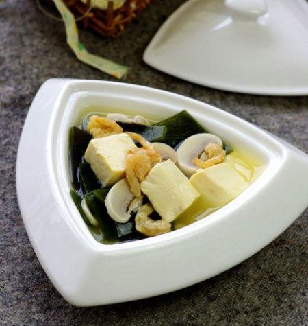 越喝越轻盈的海带豆腐汤