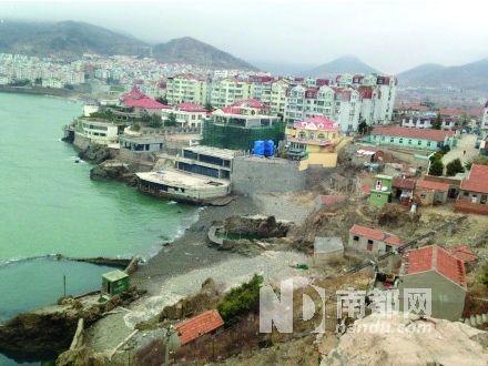 青岛市原副秘书长卢新民女儿的别墅(圈处)被爆顶风违建。网络图片