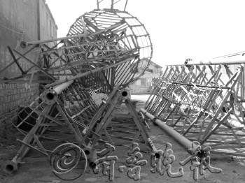 信号塔被偷拆,当作废铁卖了。王洪利摄