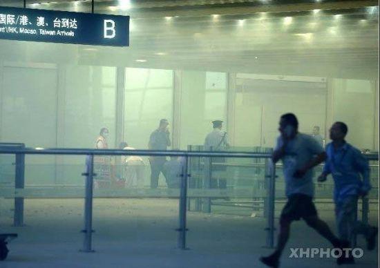 20日18时25分左右,北京首都国际机场出站口附近发生爆炸,造成一人受伤。记者从北京警方初步了解:该男子名叫冀中星,79年生,山东菏泽人,当时他引爆了制作鞭炮的黑火药。