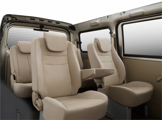 一汽佳宝V80 MPV车型具备高档商务车的乘坐享受,空间宽大,座椅舒适