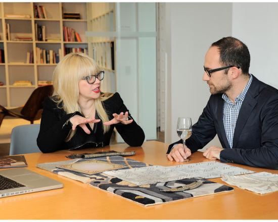 荣获奥斯卡最佳服装设计奖的设计师凯瑟琳•马汀(Catherine Martin)在蒂芙尼公司。