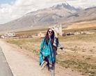 张雨绮西藏朝圣之旅秀丽风光展纯真笑容