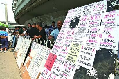 探访青岛零工市场:农民工进城一上午赚200多