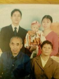 吴秀娟与儿子。(图由张仕明提供)