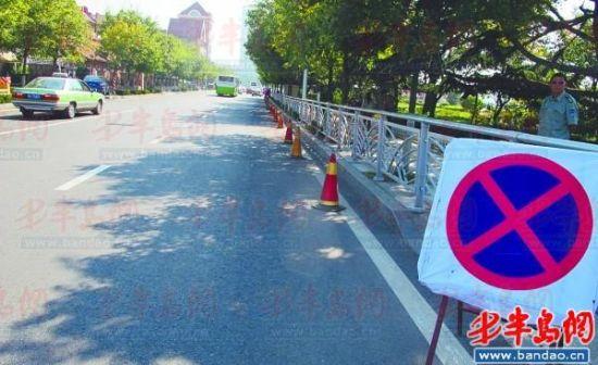 3日,交警在南海路设置锥形帽和禁停标志,防止乱停车。