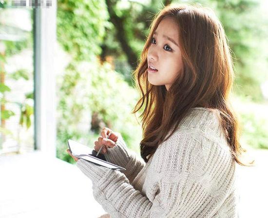 孙妍在写真展时尚魅力