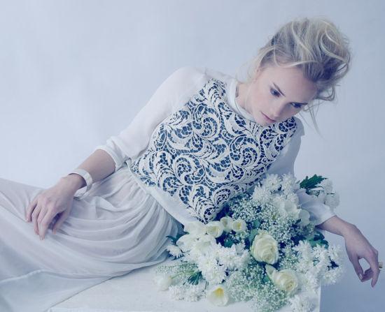 纯净宁谧:长裙飘飘的花之女神