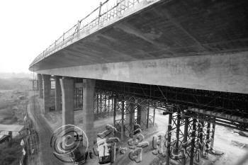 青龙高速公路正在加紧施工。